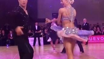 Apresentação De Dança Impecável Em Uma Competição, Vale Apena Ver!