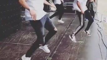 Apresentação De Dança Para Um Público De Uma Pessoa Hahaha!
