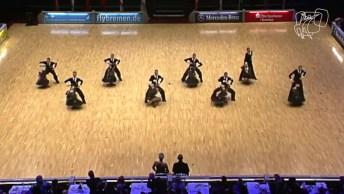Apresentação Incrível De Um Grupo De Dança, Vale A Pena Conferir!