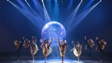 Apresentação Maravilhosa De Grupo De Dança, Vale A Pena Conferir!
