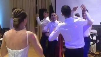Aquele Momento Em Que Os Padrinhos Fazem A Dança Na Festa De Casamento!