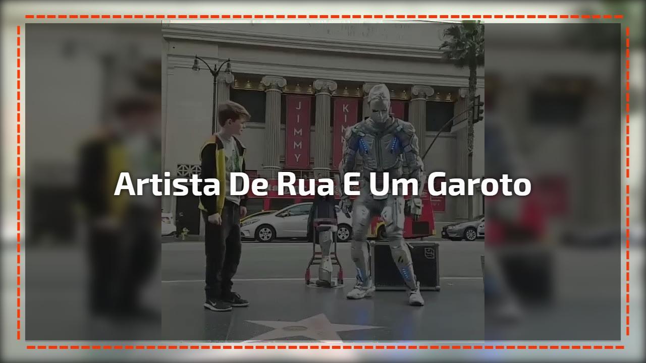 Artista de rua e um garoto