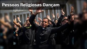 Até Pessoas Religiosas Podem Dançar, Vamos Chacoalhar Os Esqueletos!