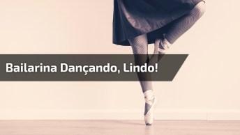 Bailarina Mostrando Sua Mobilidade Dos Pés, Vale A Pena Conferir!