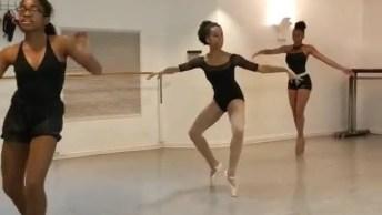 Bailarinas Dançando A Música De Ed Sheeran 'Shape Of You' Nas Pontas Dos Pés!