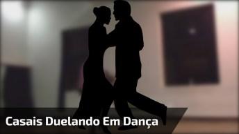 Casais Duelando Em Academia De Dança, Os Dois São Fantásticos!