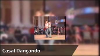Casal Dançando Antigamente, Seja Qual For A Época, É Sempre Legal Ver!