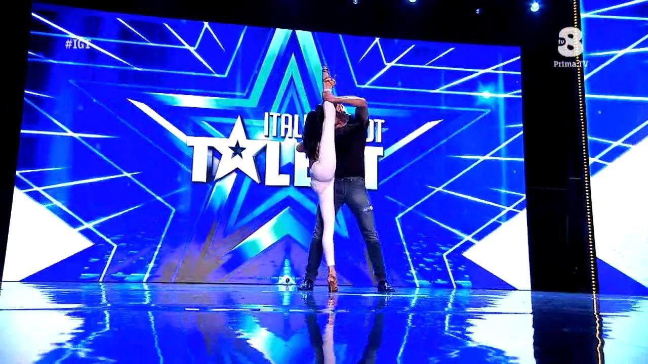 Casal dançando bachata em programa de TV na Itália