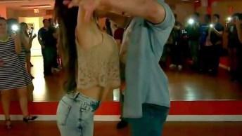 Casal Dançando Bachata Um Ritmo Que Conquista Cada Vez Mais Pessoas!