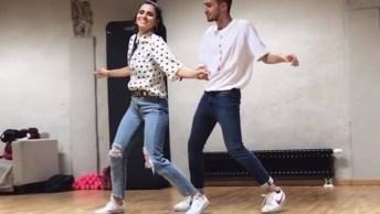Casal Dançando Música 'Stand By Me' De Ben E King, Olha Só Que Coreografia!