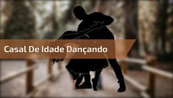 Casal De Meia Idade Dando Show De Dança, Olha Só Que Legal!