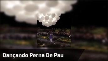 Dança Com Homem Com Perna De Pau, E Mulher Pendurada No Ar!