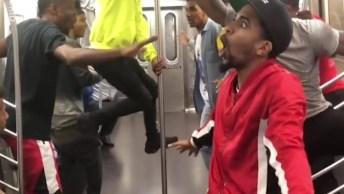 Dança Dentro Do Trem, Esses Caras Arrasaram Nos Passinhos!