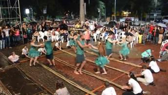 'Dança Do Bambu' Faz Muito Sucesso Em Cidade No Interior De São Paulo!