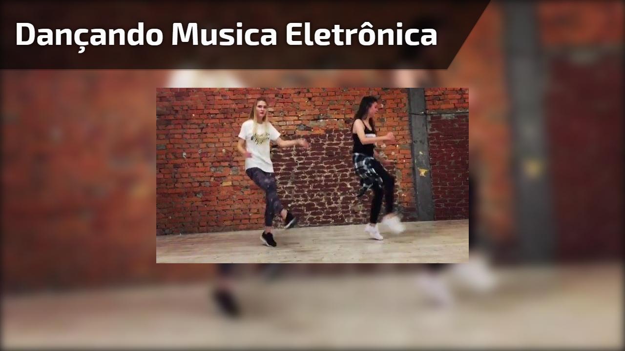 Dançando musica eletrônica