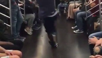 Dança No Metro, Os Cara Manja Muito E Diverte Todo Mundo, Confira!