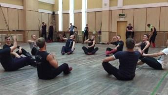 Dança Tradicional Russa, Olha Só A Força Que Estes Rapazes Tem Nas Pernas!