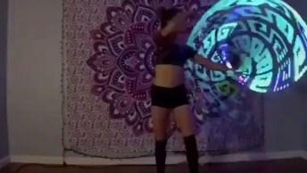 Dançando Com Arco De Luz, Veja Que Legal O Efeito Que Acontece!