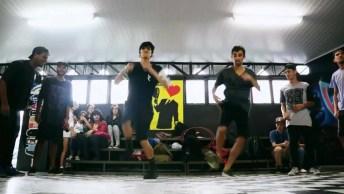 Dois Rapazes Dando Show Em Dança Sincronizada, Muito Legal!