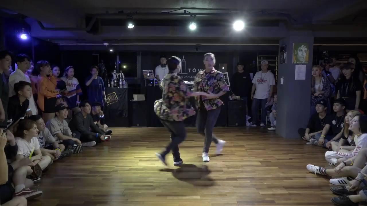 Garotas dançando, olha só como elas mandam bem