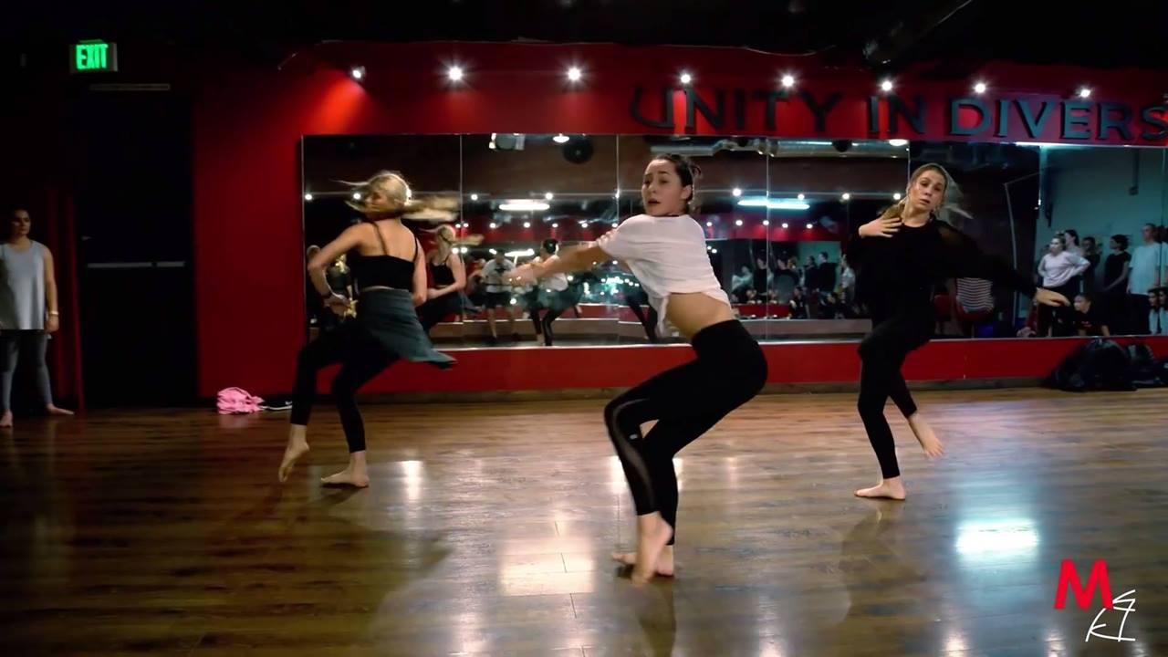 Garotas dançando, veja que belíssima apresentação