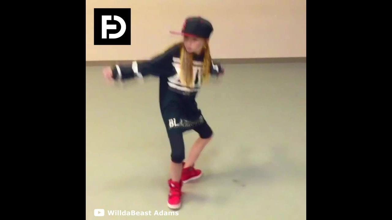 Garotinha dançando Hip Hop