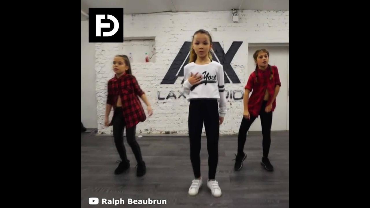 Garotinhas dançando Hip Hop. olha só como elas mandam bem!!!