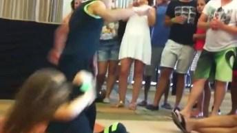 Garotinho E Garotinha Dançando Lindamente Salsa Em Uma Competição!