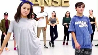 Garoto E Garota Dançando Hip Hop, Olha Só Que Legal Este Vídeo!