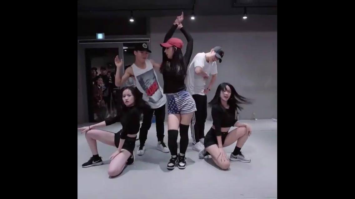 Grupo dançando, olha só que legal a coreografia deles, vale a pena conferir!!!