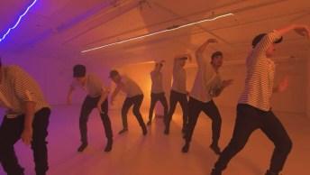 Grupo Dançando, Olha Só Que Legal Este Efeito, Parece Espelho!