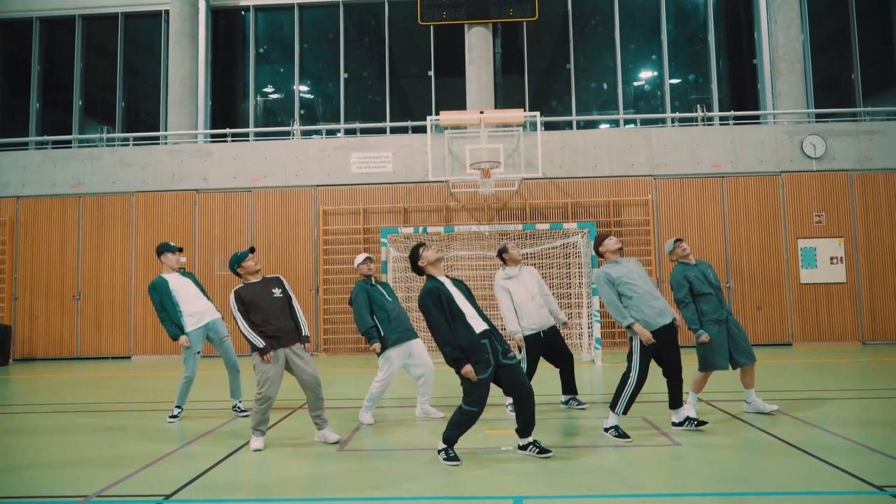 Grupo de dança, olha só que legal o sincronismo dessa galera