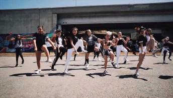 Grupo De Meninas De 7 A 12 Anos Dançando, Como Elas São Lindas!