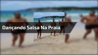 Homens Dançando Salsa Na Praia, Porque Para Dançar Não Tem Hora E Nem Lugar!