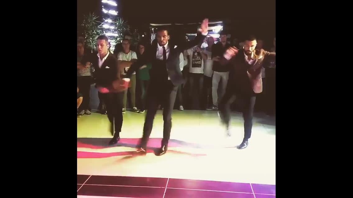 Homens dançando salsa