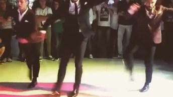 Homens Dançando Salsa, Quem Foi Que Disse Que Eles Não Mandam Bem?