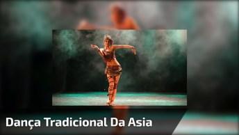 Linda Apresentação De Dança Tradicional Da Asia, É Hipnotizante!