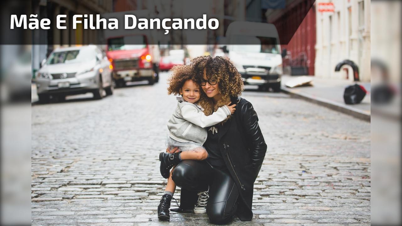 """Mãe e filha se unem para fazer performance de dança, música """"Watch me""""!"""