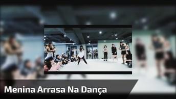 Menina Dançando Muito Em Roda De Amigas, Ela Arrasou, Confira!