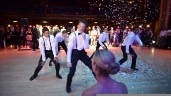 Noivo Dançando Em Sua Festa De Casamento, Vale A Pena Conferir!