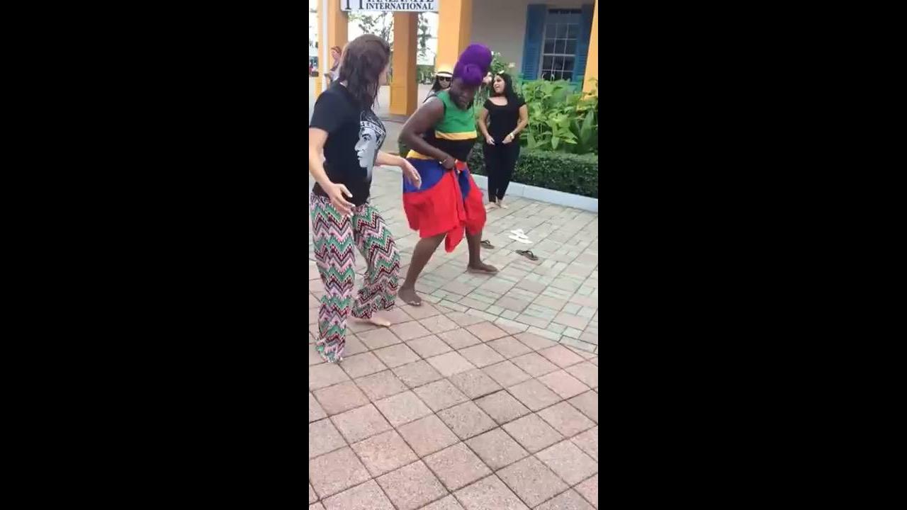 Quem sabe dança no meio da rua para todo mundo ver