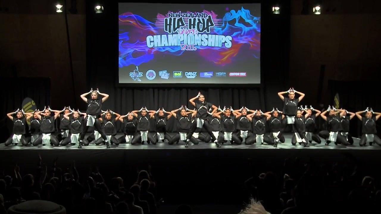 Vídeo com apresentação de grupo de dança em campeonato