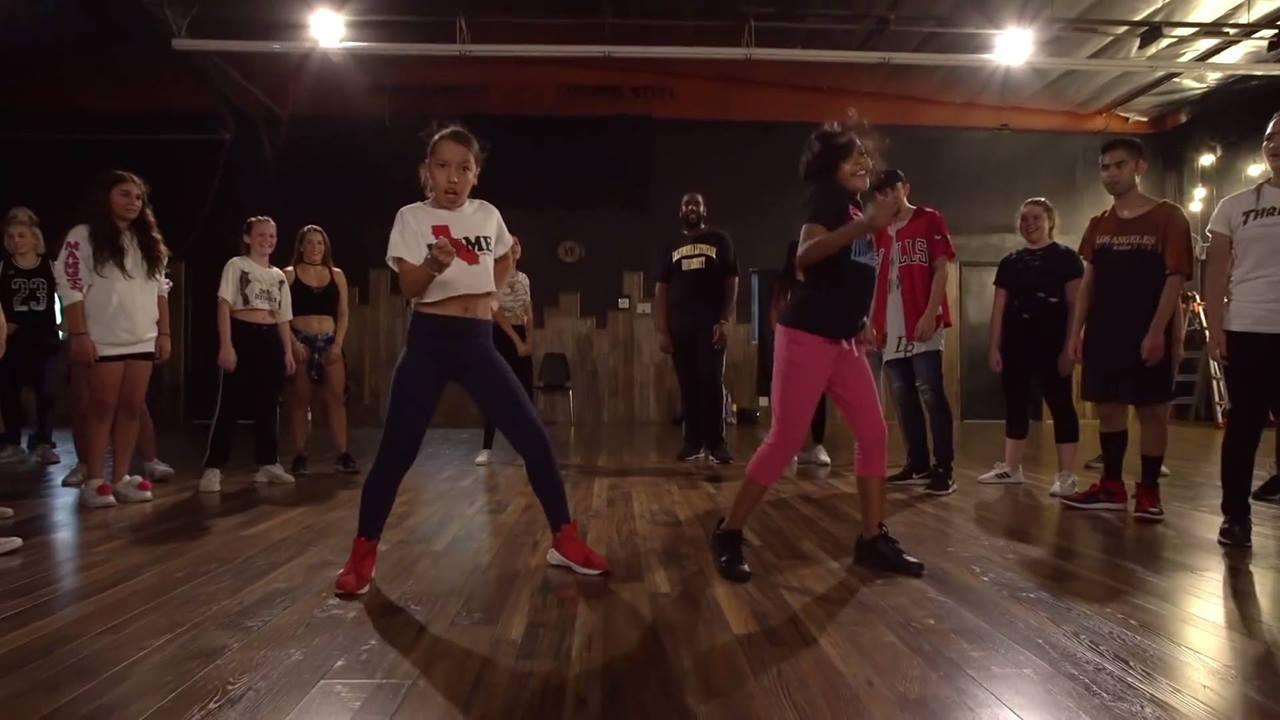 Vídeo com garotinhas dançando demais