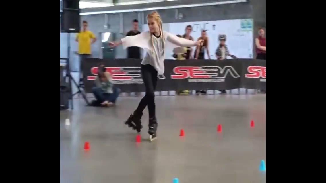 Vídeo com linda apresentação de dança com Patins Roller