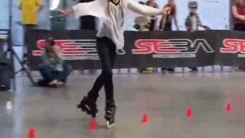 Vídeo Com Linda Apresentação De Dança Com Patins Roller, Simplesmente Lindo!