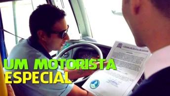 Motorista Faz Algo Muito Lindo Para Cadeirante Que Descia Do Ônibus Na Chuva!