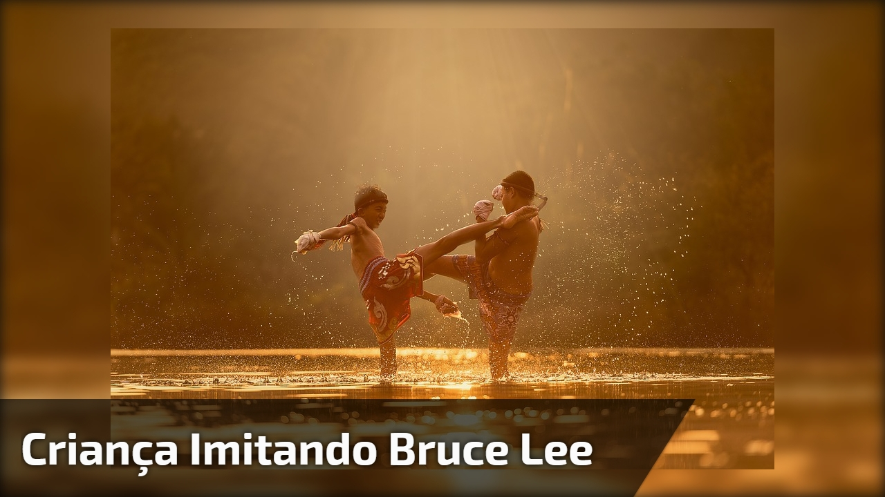 Bruce Lee quando criança, kkk!!! Muito legal este garotinho treinando!!!