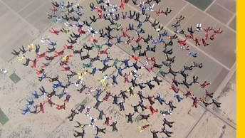 Chuva De Gente, Assim Que Dá Para Descrever Essas 200 Pessoas Em Queda Livre!