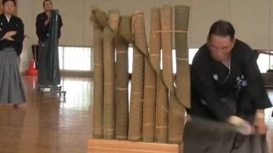 Esporte No Japão, Será Que Você Conseguiria Cortar Esses Bambus?