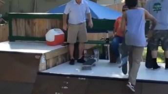 Esse Homem Surpreendeu A Todos Com Um Skate, E Vai Te Surpreender Também!
